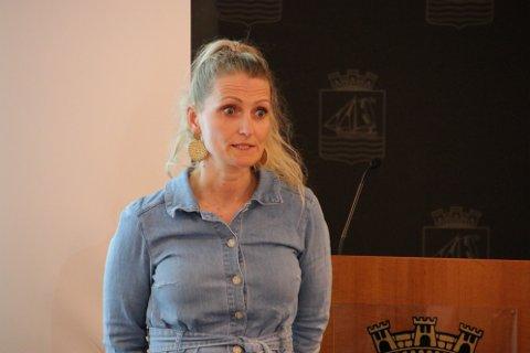 STORE UTFORDRINGER: Kommunalsjef Inger Marethe Egeland vedgår at det er store rekrutteringsutfordringer innen helsesektoren. Hun mener flere desentraliserte studieplasser i sykepleie er et viktig svar.