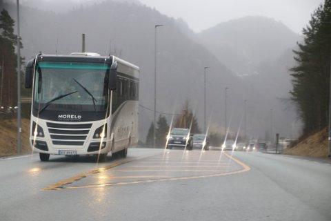 E39: Allerede 1. påskedag var det mye trafikk på E39 forbi Flekkefjord, spesielt i retning vestover mot Stavanger.