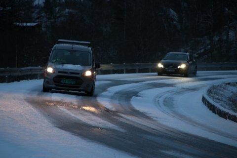 E39: Det var delvis snødekke i Nulandsbakken på morgenen 2. påskedag.