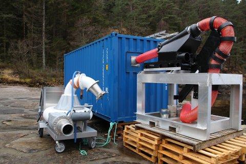 BRØNNCONTAINER: Containeren til å ta opp slakteferdig fisk er laget for å el- bedøve og bløgge fisken før den legges i kar med is og fraktes til slakteriet. Også vaskevannet blir sendt med i tank slik at det ikke blir noe avøpsvann fra denne prosessen i Lundevatn.