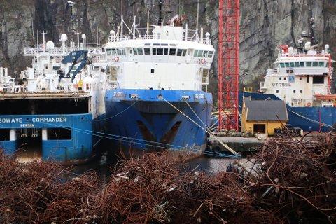 TO ULYKKER FØR PÅSKE: I arbeidet med resirkulering av gamle båter pågår det arbeid både ombord i båtene og inne i hallen til Green Yard på Angholmen. Begge ulykkene før påske skal ha skjedd i forbindelse med arbeid på båter som lå til kai ved verftet.