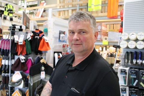 NÆRINGSLIVET: Byggmester Tor Arne Liland mener Sira-Kvina må vise ansvar ved å opprettholde stillingene for støttetjenester.