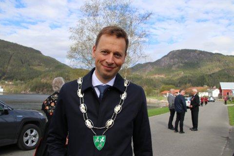 ENGASJERT: Ordfører Jonny Liland (Ap) her på plass ved minnestøtta på 17. mai. Liland har engasjert seg i saken om Sira-Kvina og han mener eierkommunene må være tydelige.