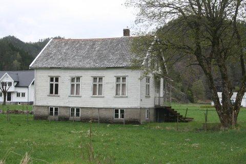 HELT PÅ JORDET: Bedehusklyngen på Gyland gard med tre bedehus og et kapell har vakt oppsikt i mange kretser. Det skal være rekord i Norge med så mange bedehus på et så lite område.