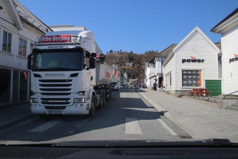 OPPGRADERING: Oppgradering av fylkesvei 44 gjennom Flekkefjord sentrum skal gjøres for tre millioner kroner i løpet av 2021.
