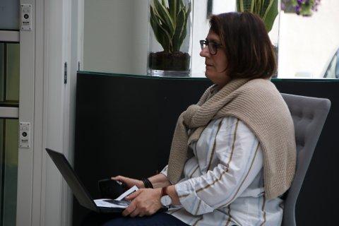 MANGE EKSTRA: Personalsjef Kirsten Mauland i Flekkefjord kommune får finn 149 kommunale sommervikarer i år.