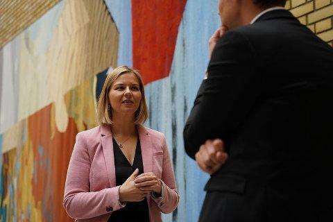 HAR FÅTT SPØRSMÅL: Kunnskaps- og integreringsminister Guri Melby (V) er utfordret til å svare på spørsmål knyttet til Oasen skole i Flekkefjord.