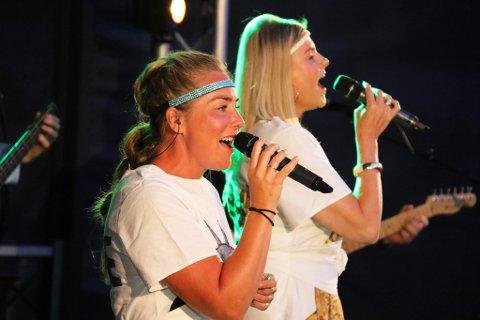 FENGENDE: Solistene Elise og Jorun, sammen med et meget velspillende band, sørget for en meget stor opplevelse på Fiskebrygga.