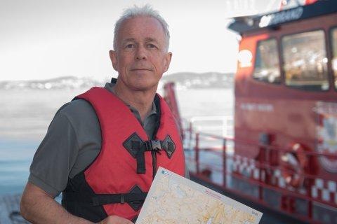 PÅ SJØEN: Arne Voll, kommunikasjonssjef i Gjensidige, forteller at noen forstår sjøkart dårligere enn andre, men sørlendinger er ikke de verste i klassen.