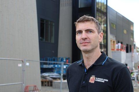 VAKTMESTER: Kjetil Årstad (42) har fått jobben som vaktmester for Flekkefjord Sparebank Arena i Flekkefjord.