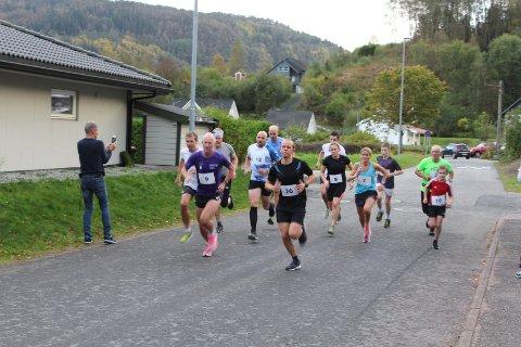 RASKEST: Bjørnar Stenberg, med startnummer 26, ble suveren vinner i løpet over 4,4 kilometer med start/mål ved Kvinesdalhallen.