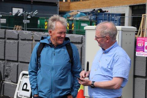 GODE TALL:  Rådmann Bernhard Nilsen (til venstre) og økonomisjef Dag Ivar Staurseth i Flekkefjord kommune kan nok en gang legge frem gode kvartalstall, men de minner om at den økonomiske situasjonen fremdeles er stram.
