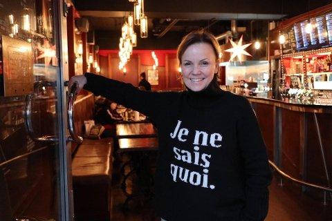FÅR MAKSBELØPET: Cafe Fiasco er et av stedene som får maksbeløpet på 250.000 kroner. Mille Eikeland er daglig leder ved det populære skjenkestedet ved Galleri Oslo, som har spesialisert seg på håndverksøl. Foto: Erik Dale / Nettavisen