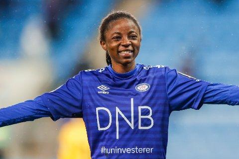 Vålerengas Njoya Ajara jubler under cupfinalen i fotball mellom LSK kvinner og Vålerenga på Ullevaal Stadion i Oslo.