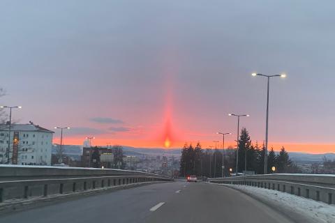 IKKE LINSEKLUSS: Marius Tryland Nygård fanget dette himmelfenomenet fra bilen ved Sinsenkrysset.