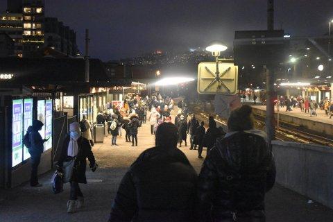 TRØBBEL: Signalproblemene på t-banen vedvarte hele dagen og ble ikke løst før klokken 17. Her fra Majorstuen t-banestasjon