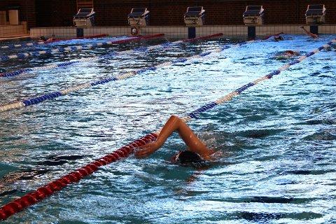 To uker etter gjenåpningen åpner de kommunale svømmehallene som normalt. Illustrasjonsbilde fra Lambertseter Svømmeklubb.