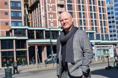 NÆRMER SEG: The Hub mangler 25 prosent før de er tilbake på tidligere nivåer, forteller hotelldirektør André Schreiner.