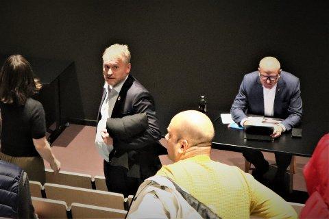 PÅ PLASS I MØTET: Byrådsleder Raymond Johansen og avtroppende gruppeleder Frode Jacobsen.