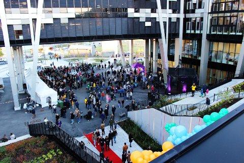 Flere hundre barn og voksne møtte opp til åpningsfest på Økern Portal torsdag ettermiddag.