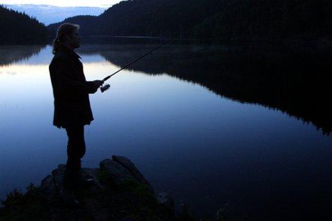 KREVER JOBBEN TILBAKE: Den daglige lederen i Oslomarkas Fiskeadministrasjon som fikk sparken av et nytt styre i fjor høst, går til sak for å få jobben tilbake. Rettssaken starter 10. mars. Personen på bildet har ingenting med denne saken å gjøre.