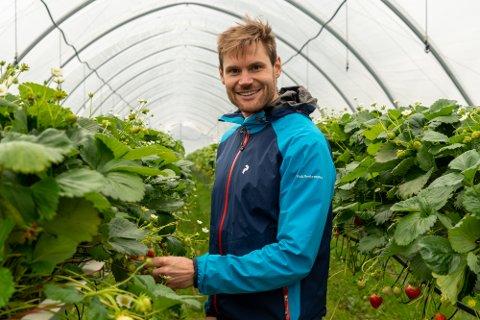 BEKYMRET: Nils Kristen Sandtrøen (Ap) vil tilrettelegge for at unge skal få muligheten til å få verdifull erfaring innenfor arbeidslivet og landbruket.