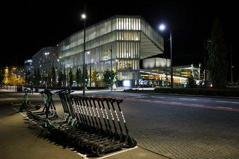 Slik ønsker byrådet i Oslo at elsparkesyklene skal stå framover. Ellers kan selskapene få bot. Foto: Ørn E. Borgen / NTB