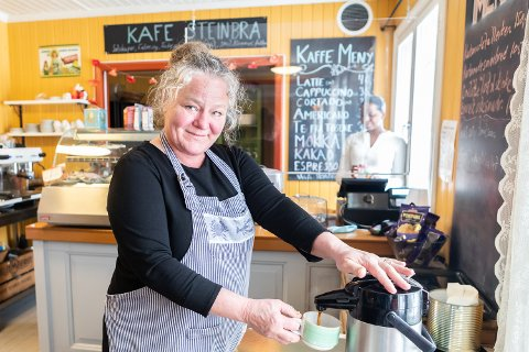 SLITER: Birgitte jobber hardt og mye, men det er tøft under koronakrisen. Oslo kommune krever husleia betalt, og Rommen håper Kafe Steinbra kan reddes. Foto: Jørgen Hyvang
