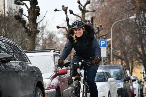 GULL-STREKNING: Ragnhild Helena Aadland Høen sykler ofte gjennom Gyldenløves gate. Her føler hun seg trygg. Foto: Øyvind Winding-Stavseth