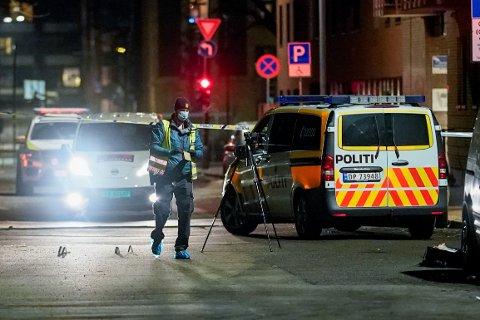 UNDERSØKELSER Politiet gjorde undersøkelser på stedet som gjør dem trygge på at det ble avfyrt skudd på Tøyen.