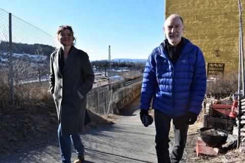 LEDER VÅLERENGA VEL: Hege Stensrud Høsøien (t.v.) leder Vålerenga Vel. Her sammen med Trond Bølviken, som har foreslått alternative løsninger til Brynsbakken-prosjektet.
