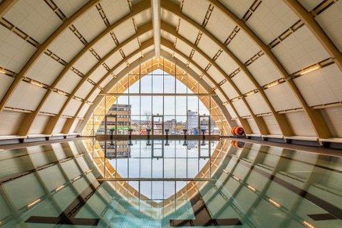 SPESIELL ARKITEKTUR: Slik ser det ut inne i det nye badet. Det skal demonteres og kunne settes opp et nytt sted.