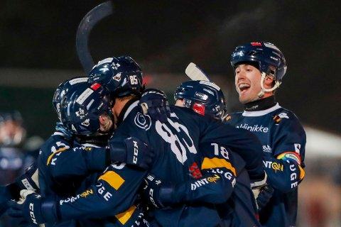 Ready kan juble for seriegull etter at bandysesongen er avlyst. Foto: Terje Bendiksby / NTB