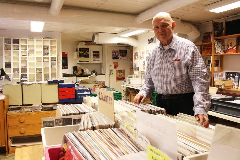Rune Halland har drevet platebutikk, platemesser og vært DJ i flere tiår. Nå blir han pensjonist.