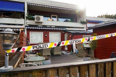 Flere naboer har uttalt at de hørte flere skudd mandag kveld. Skytingen skjedde inne i boligen til den nå drepte toppadvokaten Tor Kjærvik.