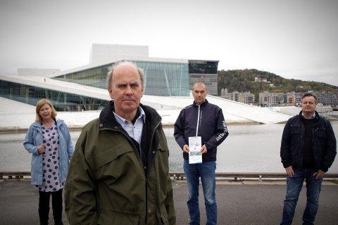 VIL HA FERGENE HIT: Camilla Wilhelmsen (Frp), Kristian Qvigstad i Norway Yacht Charter AS og Båtservice Sightseeing, Sigurd Fredeng (Frp) og Kjell Johansen (Frp).