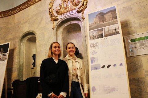 Cathrine Tønseth Sundem (t.h.) og Karin Hedberg er to av 16 studenter som det siste semesteret på Arkitekthøgskolen i Oslo har jobbet med Nationaltheatrets nye midlertidige hovedscene.