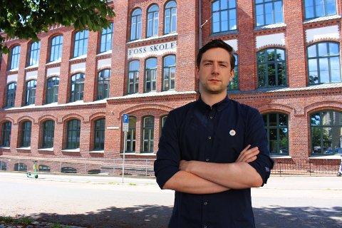 Andreas Sjalg Unneland (SV) mener regjeringens vedtak om å innføre fritt skolevalg i hele landet undergraver lokaldemokratiet og tydeliggjør en politikk basert på mistillit.