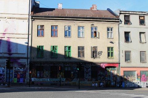 Bygningen Hausmanns gate 40 har vært okkupert i mange år. Bygget inneholder ni leiligheter og nå er det kjøpt av Christian Ringnes.