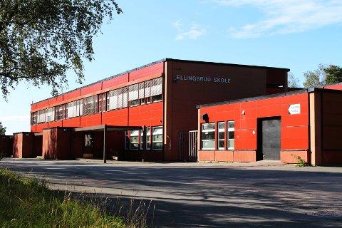 Ellingsrud skole ble bygget i 1979 og trenger en oppgradering. Ventilasjonssystemet fungerer ikke og ifølge elever og lærere