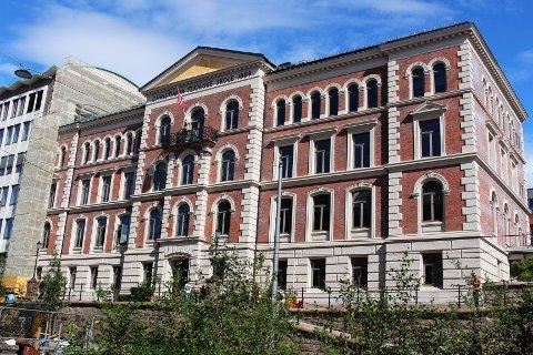Oslos nye videregående skole, Vike, holder til i Cort Adelersgate 30 frem til 2025. Da skal skolen inn i nye lokaler i Myntgata 2.