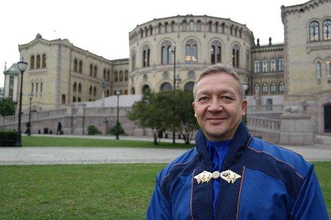 Tor Gunnar Nystad er leder for Oslo Sameforening. Han reagerer kraftig på FrP-politiker Jon Helgheims uttalelser i Helgemorgen lørdag 28. august.