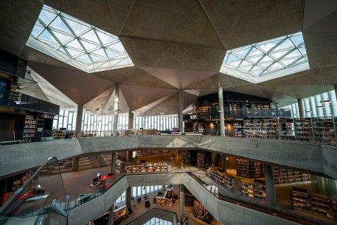 FLERE PRISER: Nye Deichman Bjørvika i Oslo åpnet torsdag 18. juni 2020. Bygget har allerede vunnet prisen for verdens beste folkebibliotek.