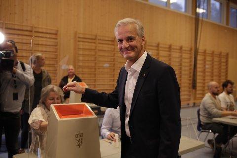 HAR STEMT: Ap-leder Jonas Gahr Støre avga sin stemme i stortingsvalget 2021 på Svendstuen skole søndag formiddag.