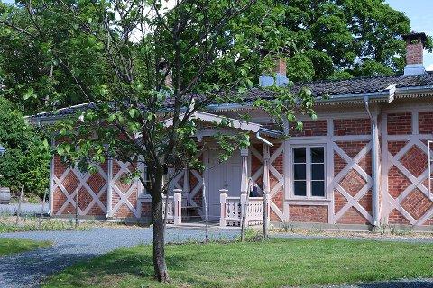GARTNERBOLIG: Her bodde gartneren på Bygdø kongsgård tidligere. Nå har den rehabiliterte bygningen fått en historisk pris.