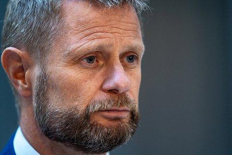 VAKSINE: Helse- og omsorgsminister Bent Høie (H) sier at det ikke er en forutsetning alene, men en ambisjon at 90 prosent av den voksne befolkningen i Norge er fullvaksinert før videre gjenåpning