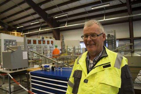 Harald Hansen har ei lang karriere på Mongstad og er no ein av fleire pensjonistar som jobbar frivilleg for å formidla historia vidare på museet. Foto: Trond Roger Nydal
