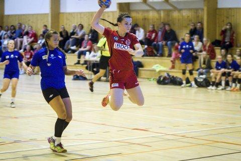 GJER ALT: Lilly Camilla Småland noterte seg for tre mål mot Fana. I tillegg til Knarvik, spelar ho med satsingslaget i Åsane. ALLE FOTO: YNGVE GAREN SVARDAL