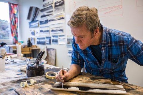 MALESPERRE: – Frykta for det kvite papiret er veldig utbredt, den har eg kome over, seier akvarellkunstnar Morten Gjul.
