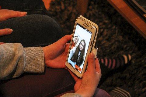 Held kontakt: Nussanat og Jenjira held kontakten med venner og familie via Facebook og Skype. – Vi skyper fleire gonger i veka.